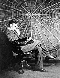 Nikola_Tesla_in_laboratorul_sau